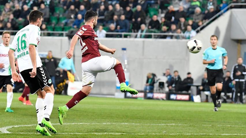 Au weia, Aosman! Der Mittelfeldspieler von Dynamo lenkte eine Berisha-Flanke in den eigenen Kasten und bescherte Fürth so den Sieg.