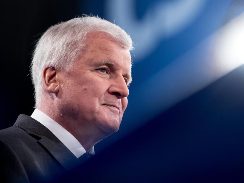 Zeitungen: Seehofer erklärt sich bei Geheimtreffen zu erneuter Kandidatur bereit