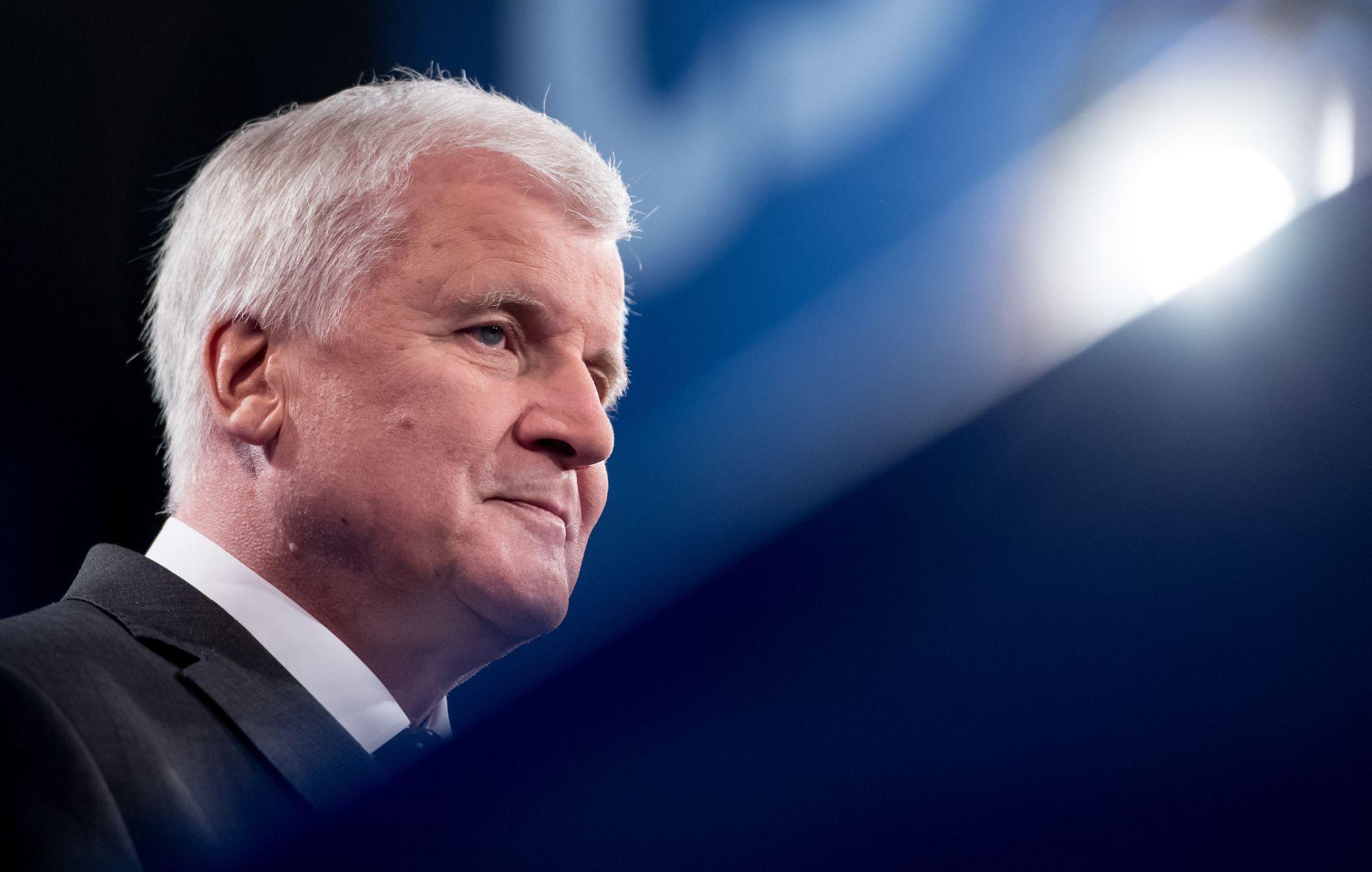 Bayerns Ministerpräsident Seehofer beerbt sich selbst