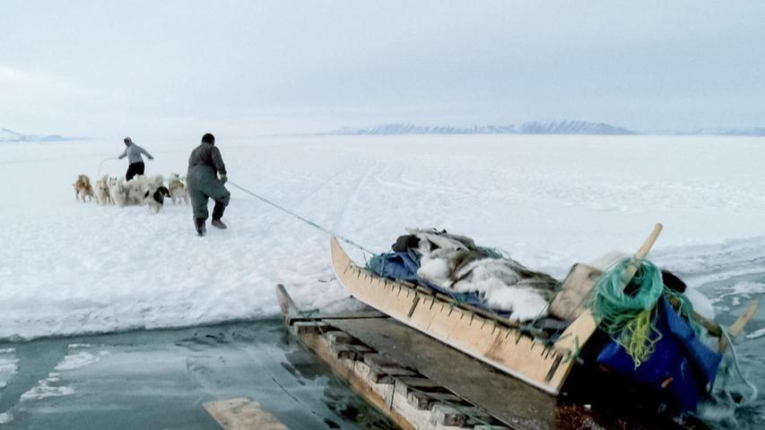 Hier seht ihr eine Filmszene aus Thule, dem nördlichsten bewohnten Ort der Welt.