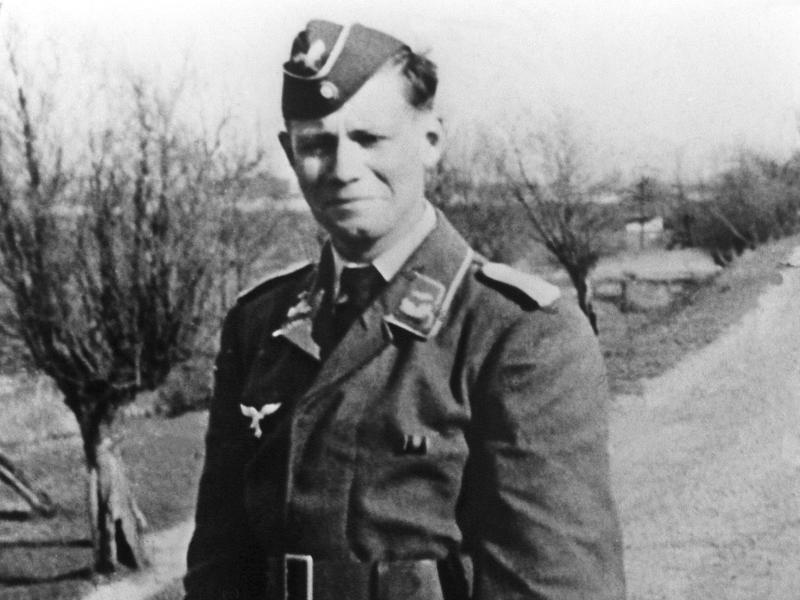 Bundeswehr hängt Bild von Schmidt ab