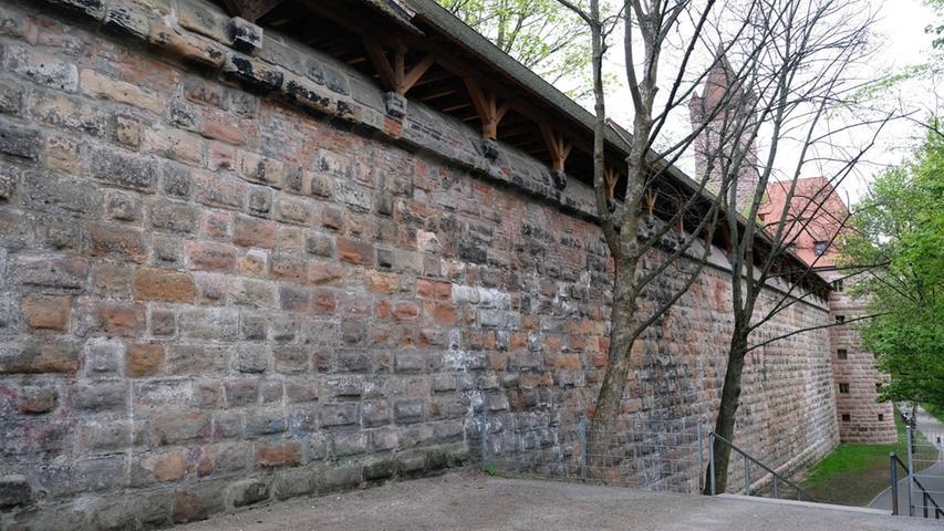 Die Mauer muss weg! Das sagt zumindest ein Nürnberger Aktionsbündnis.