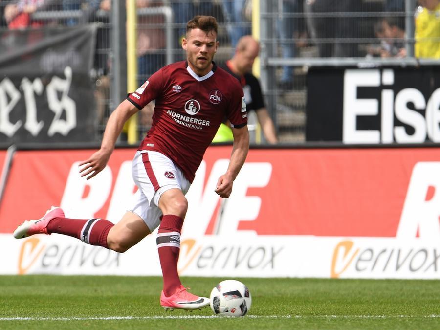 Auf dem Rasen liefert Eduard Löwen derzeit starke Leistungen ab - und dafür wird er nun belohnt: Der 20-Jährige erhält Profi-Vertrag.