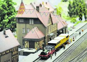 Nicht nur im Jubiläumsjahr gehört auch der »Adler» im H0-Maßstab 1:87 dazu: Blick auf ein Detail der riesigen und liebevoll gepflegten Anlage des Modelleisenbahn-Clubs Nürnberg e. V.