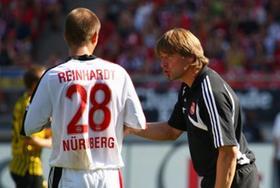 Manchmal hilft auch gutes Zureden: Mit Dominik Reinhardt war Michael Oenning im Spiel gegen Aachen durchweg zufrieden, mit Javier Pinola nur in der zweiten Halbzeit.