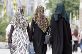 Unter anderem wird in der »Charta des Zusammenlebens«, die der Arbeitskreis Muslime-Nichtmuslime in Nürnberg jetzt vorgestellt hat, der Respekt vor »religiös motivierten Kleidungsvorschriften im Schulkontext« eingefordert.