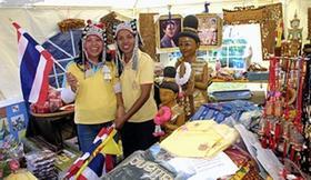 Schmuck, Textilien und andere Waren bieten die Ausstellerinnen auf diesem Thailand-Stand feil. Das südostasiatische Land hatte bereits bei der «Freizeit 2007» im Februar im Messezentrum große Aufmerksamkeit gefunden.