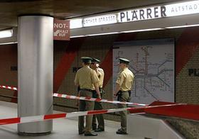 Tatort U-Bahnhof Plärrer: Im Waggon und neben den Gleisen soll der Angeklagte Peter R. sein Opfer fast totgeschlagen haben. 25 Zeugen und ein Überwachsvideo sollen helfen, die Tat aufzuklären.